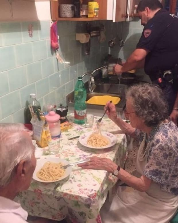 Police Cook Dinner For Elderly Couple (Photo) Promo Image