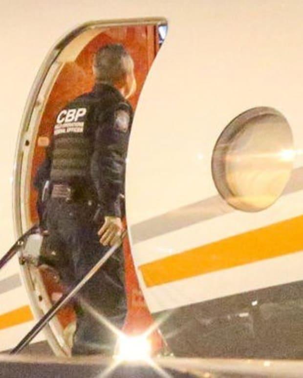 Kardashians Confronted By Border Patrol (Photo) Promo Image