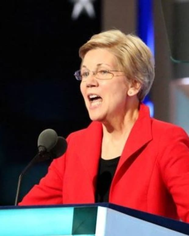Warren Criticizes Obama, Democrats For Economic Record Promo Image