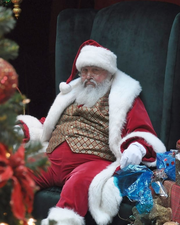 'Dirty Santa' Tried To Lure 14-Year-Old To Have Sex (Photos) Promo Image