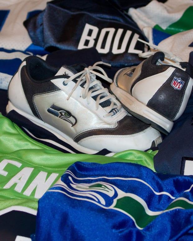 Seahawks Quarterback Arrested After Crash Injures 8 Promo Image