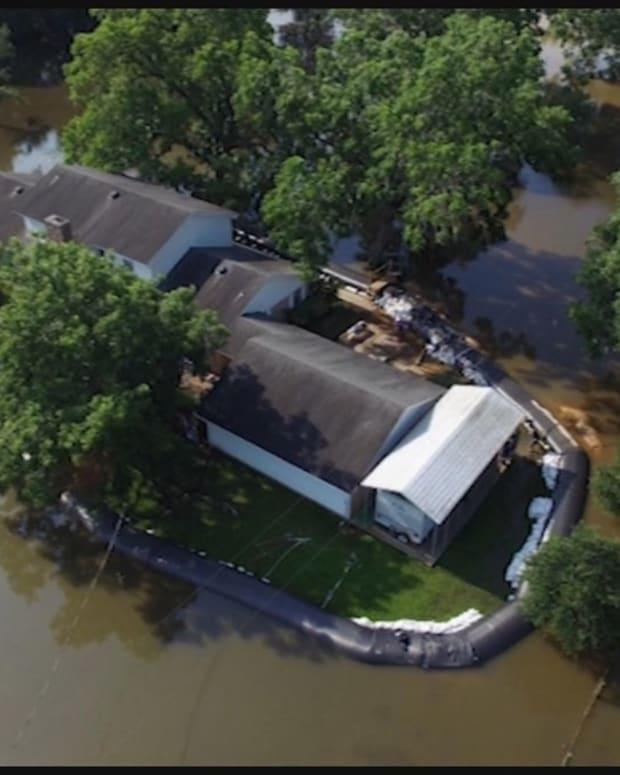 Man's Plastic Dam Ends Up Saving His Home (Photos) Promo Image