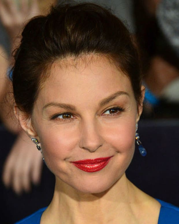 Ashley Judd Recites Controversial Poem About Trump (Video) Promo Image