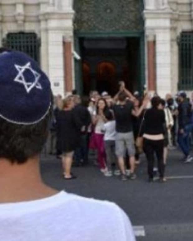 Suspect Yells 'Allahu Akbar' Before Stabbing Jewish Man Promo Image