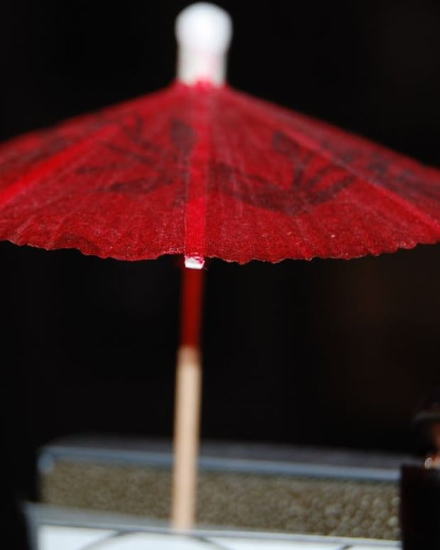 Man Thinks Wife's Drink Umbrella Is Drugs, Calls Cops (Photo) Promo Image
