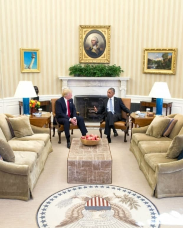 Body Language Expert Analyzes Obama-Trump Meeting Promo Image