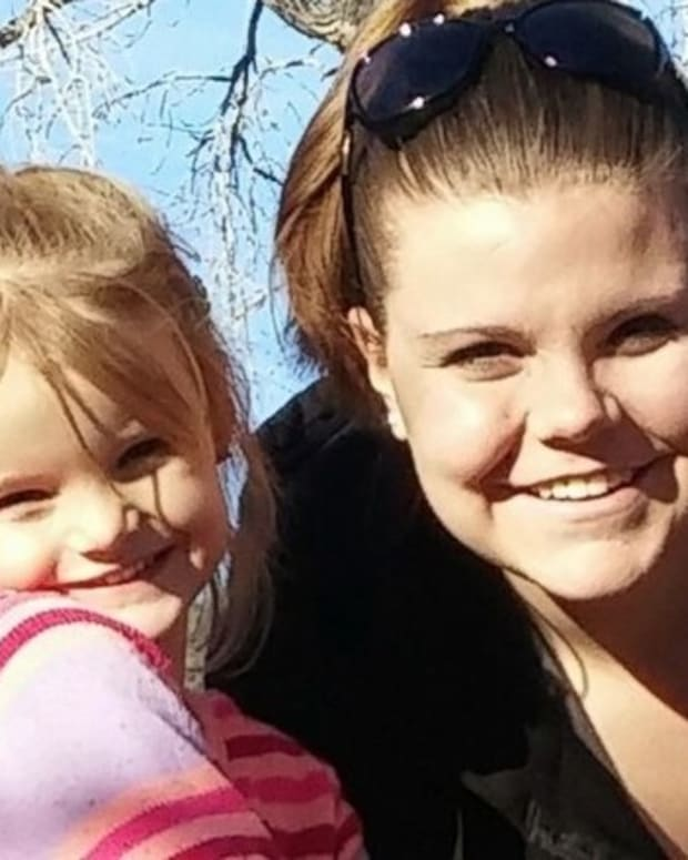 Mom Sends Daughter To School With Oreos; She Returns Home In Tears With This Note Promo Image