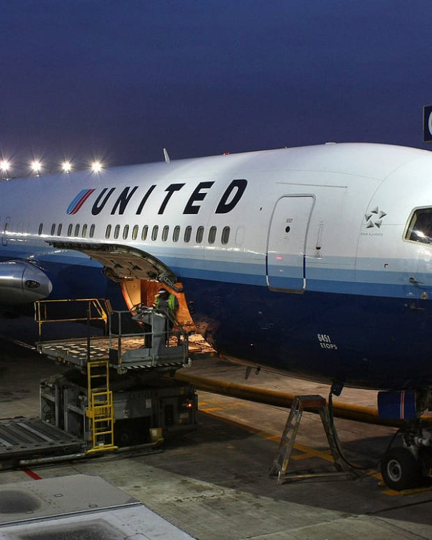 United Shares Drop After Passenger Video Goes Viral Promo Image