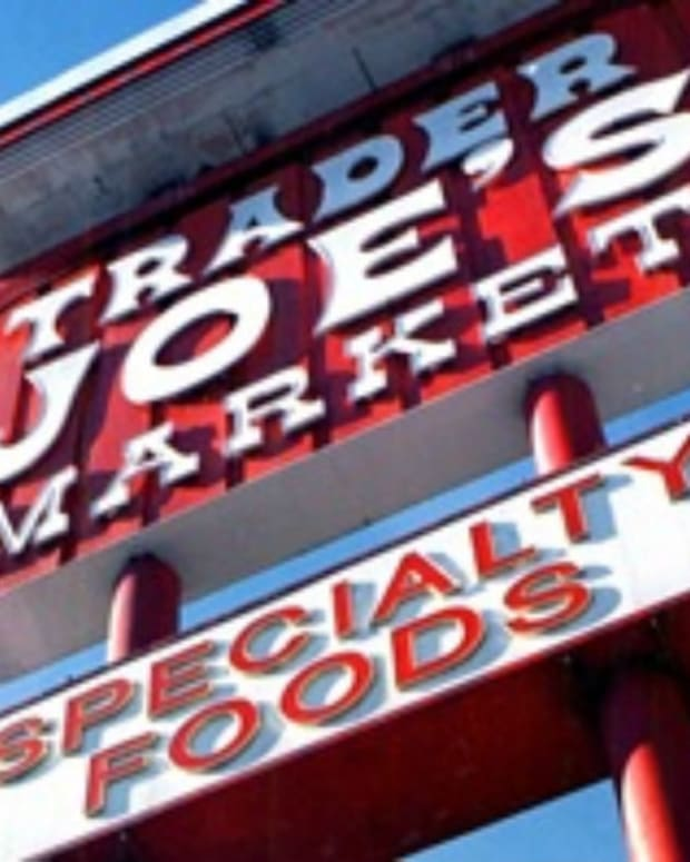 Woman Harasses Muslim Shopper In Trader Joe's (Video) Promo Image