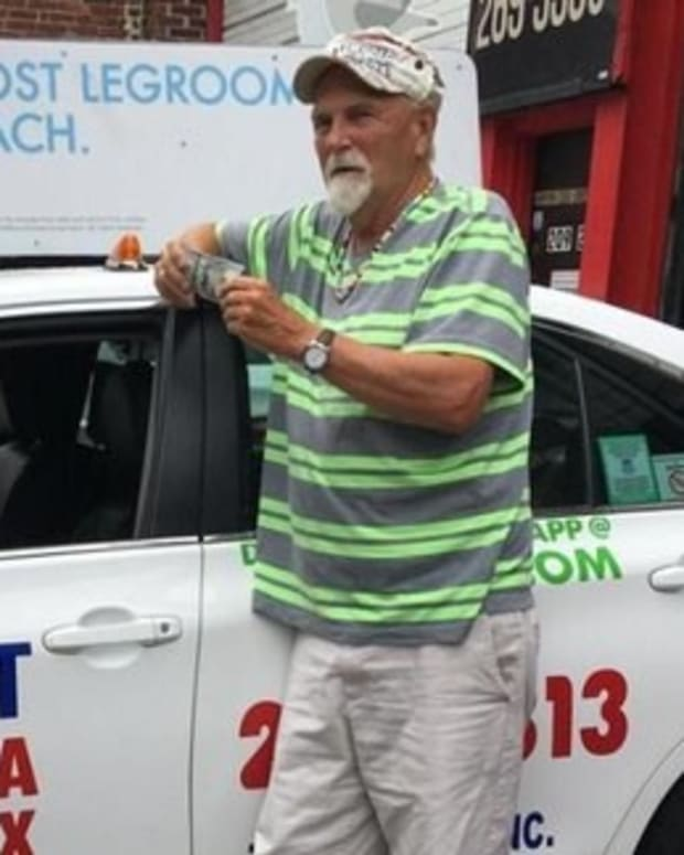 Cabbie Turns In Lost $187,000, Gets $100 Reward (Video) Promo Image