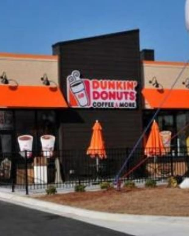 Dunkin' Donuts Employee Makes Unexpected Discovery About Drive-Thru Customers, Calls 911 Promo Image