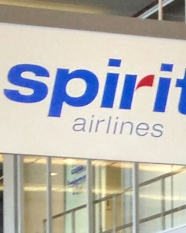 Brawl At Airport As Spirit Cancels 11 Flights (Video) Promo Image