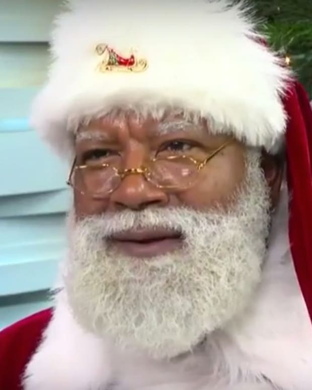 Mall Of America's Black Santa Draws Racist Comments (Video) Promo Image