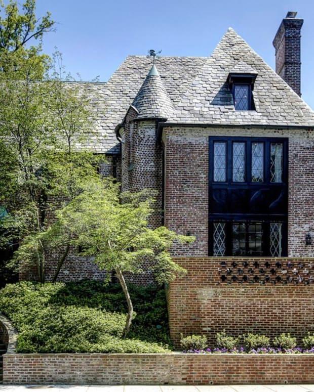 Obamas Prepare To Move Into $5.3M Washington DC Home (Photos) Promo Image