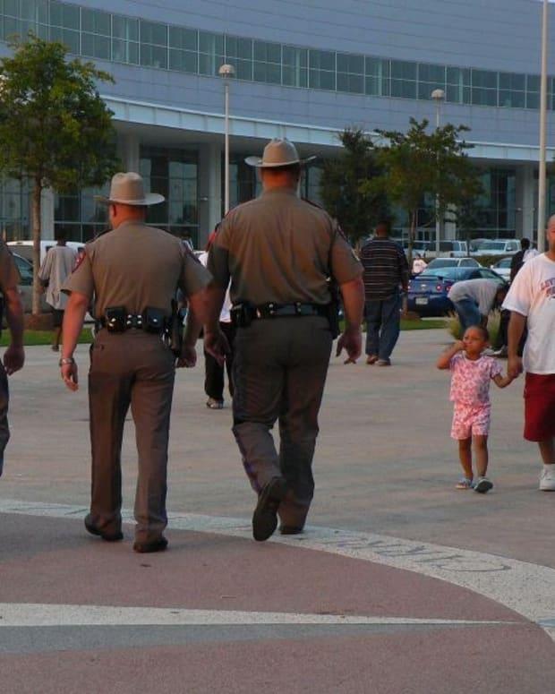 Texas Legislation: Attacks On Police Are Hate Crimes Promo Image