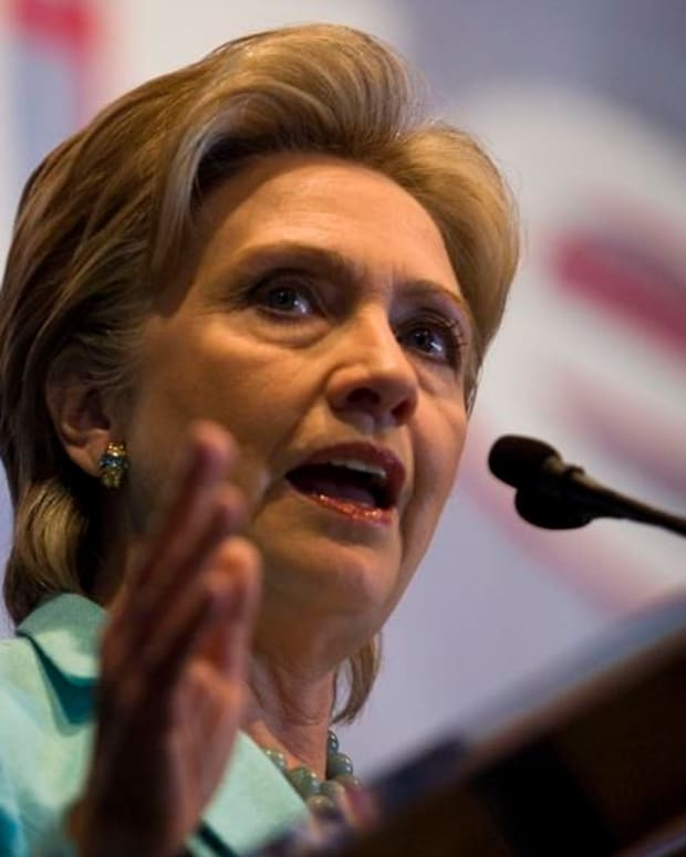 Hillary Clinton Releases Tax Returns, Made $11M in 2015 Promo Image