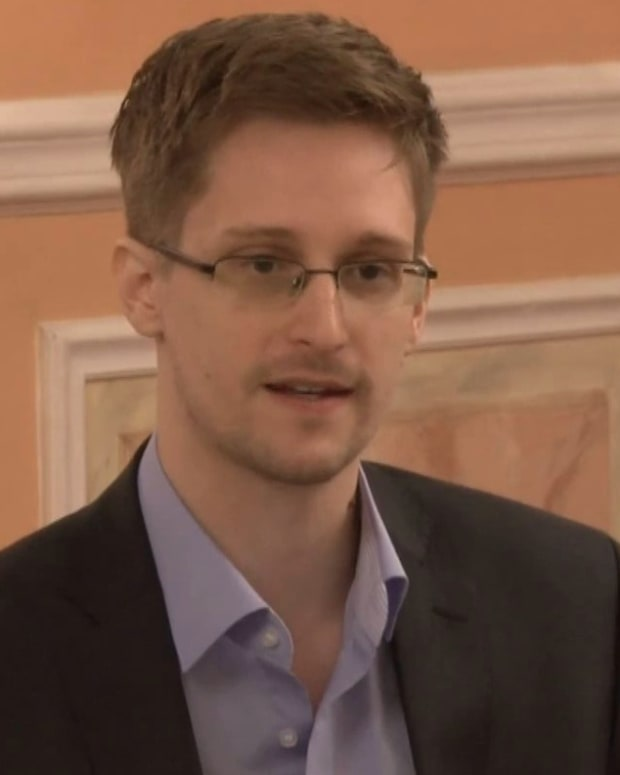 Edward Snowden: Obama Should Grant Me a Pardon Promo Image