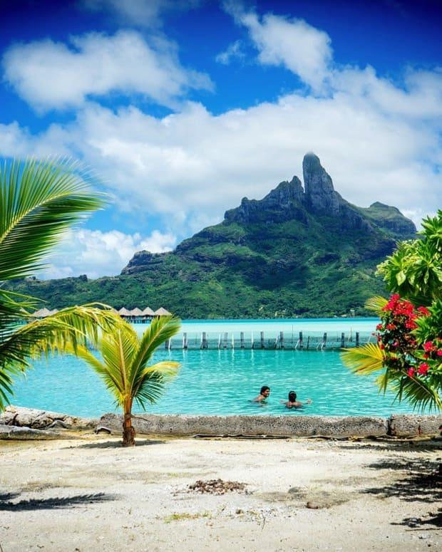 Obama Takes A Break From Writing His Memoirs In Tahiti (Photos) Promo Image