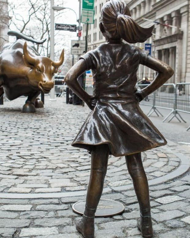 Artist Degrades 'Fearless Girl' With Peeing Dog Statue (Photo) Promo Image