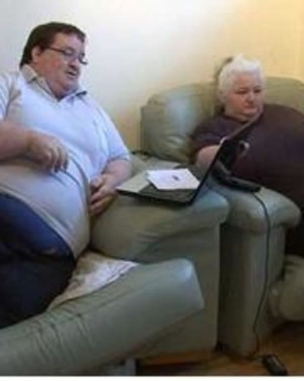 Here's How Much This Obese Couple Gets In Benefits For Being 'Too Fat To Work' (Photos) Promo Image