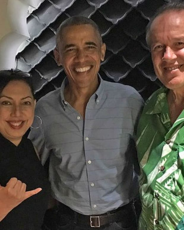 Obama's Trip To Hawaii Arouses Suspicion Promo Image