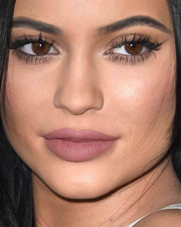 Kylie Jenner Gets Her Own Birthday Wrong On Calendar (Photo) Promo Image