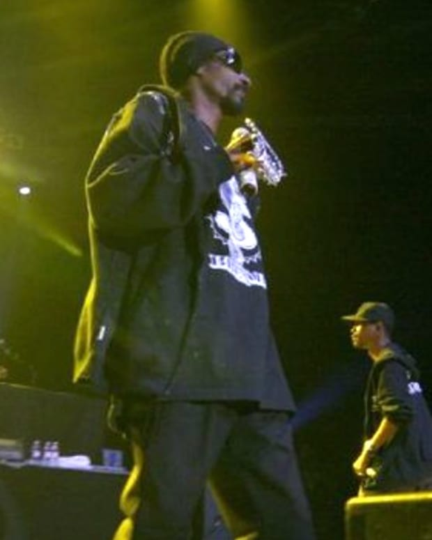 Sign Language Interpreter Steals Show At Snoop Dogg Gig (Video) Promo Image
