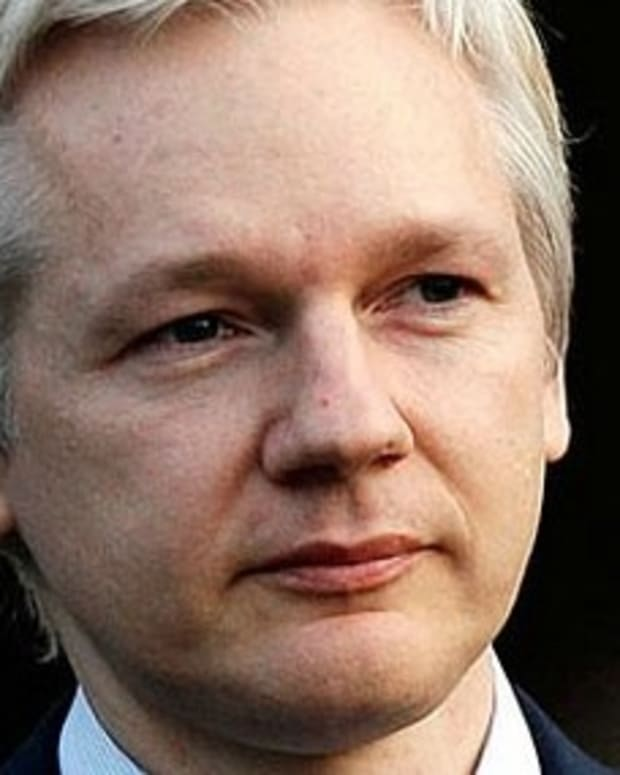 Assange Claims Russians Did Not Hack Clinton Emails Promo Image
