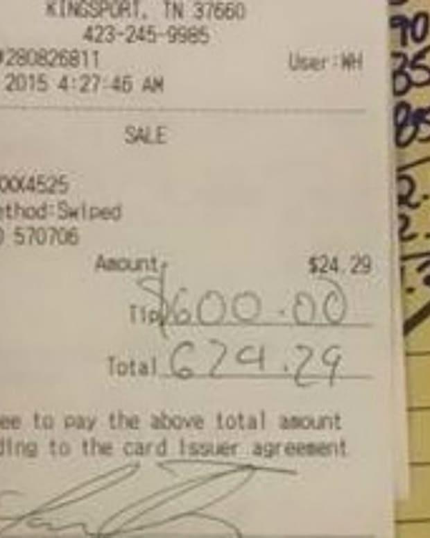 Waffle House Waitress Gets $600 Tip Promo Image