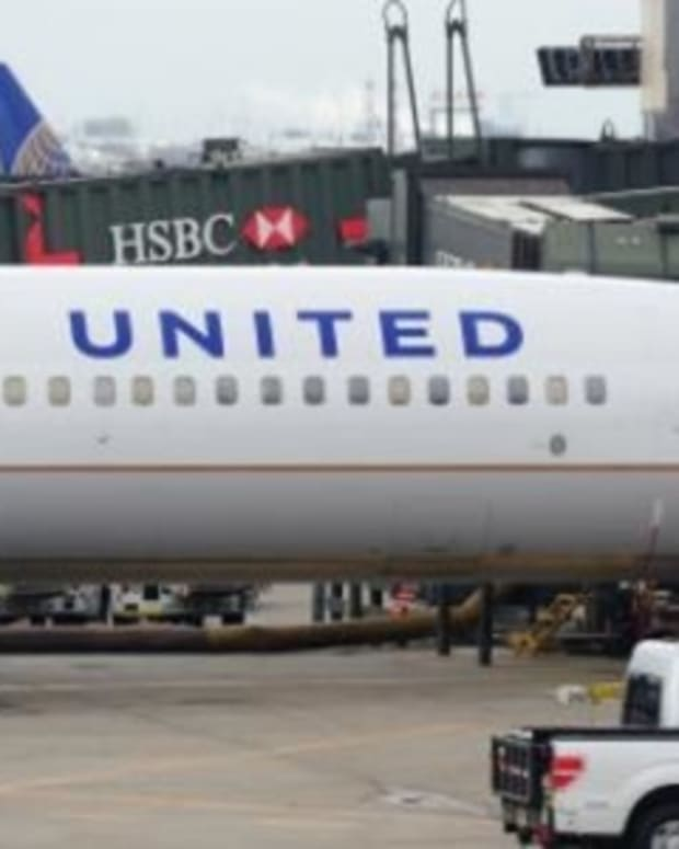 'Never Fly United Again': Twitter Users Boycott United Airlines After Seeing This Picture (Photo) Promo Image