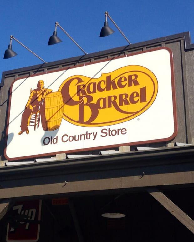 Cracker Barrel Server Leaves Heartfelt Note To Customer (Photos) Promo Image