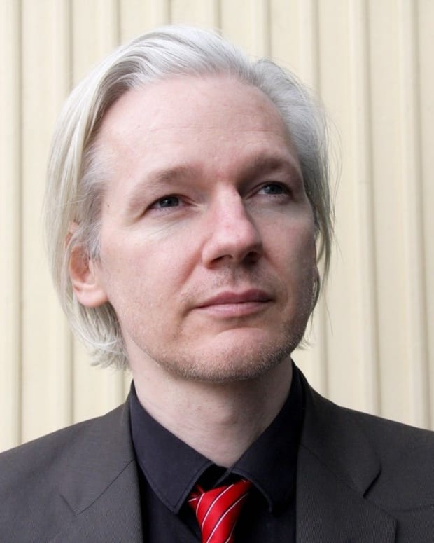 Julian Assange Wants Trump To Drop U.S. Investigation Promo Image