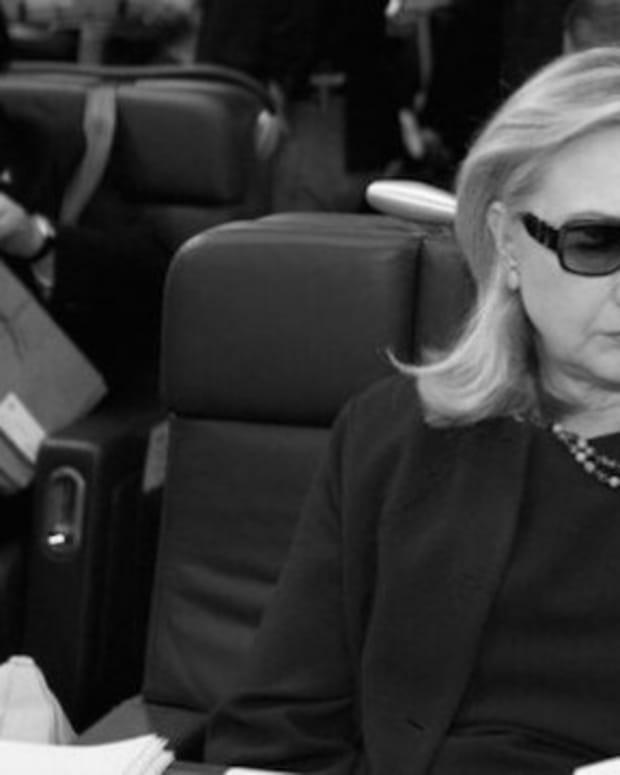 Another Photo Of Hillary Clinton On A Plane Goes Viral (Photo) Promo Image