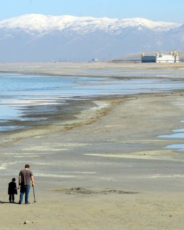 NASA Images Show Great Salt Lake Is Shrinking (Photos) Promo Image