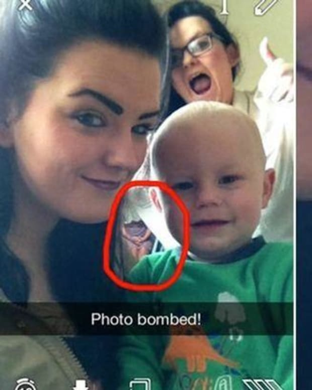 Teen Spots Something Strange In Selfie (Photo) Promo Image