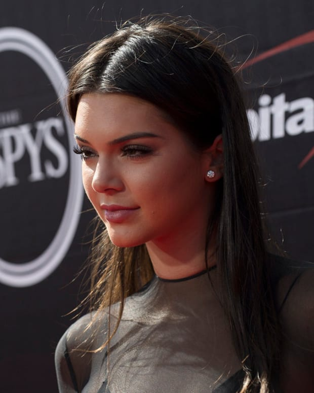 Kendall Jenner Sparks Controversy With Pepsi Ad (Video) Promo Image