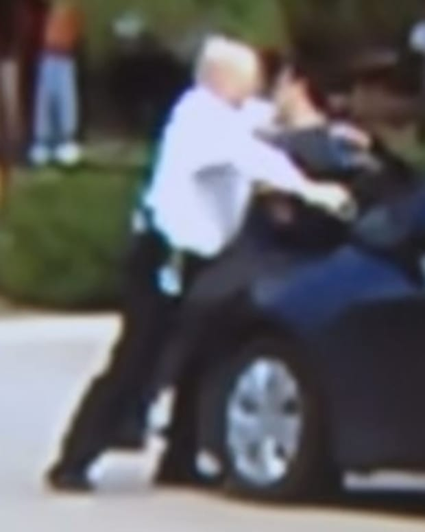 Two Civilians Help Officer Restrain Suspect (Video) Promo Image