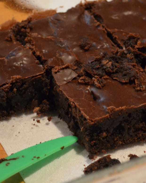 Mom Bakes Brownies With Breast Milk Promo Image