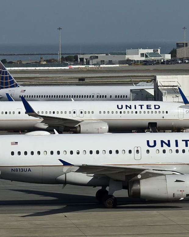 Baby Suffers Inside Sweltering United Airlines Plane (Video) Promo Image