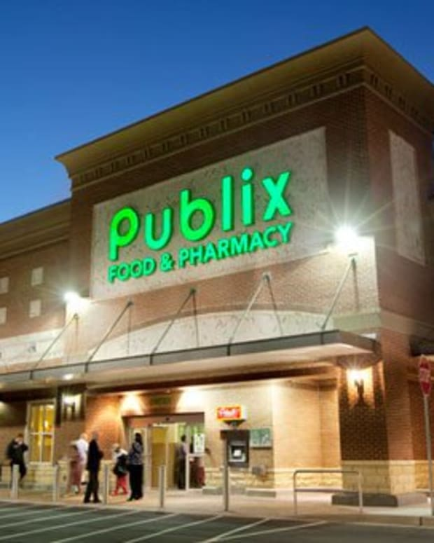 Publix Employee Approaches Man, Does Something Shocking (Photo) Promo Image