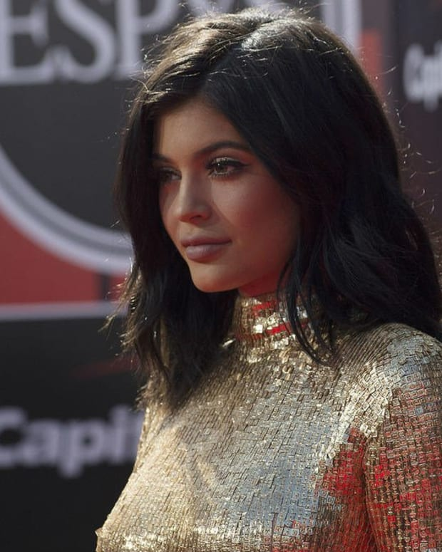 Source: Pregnant Kylie Jenner Gives Up Lip Injections Promo Image