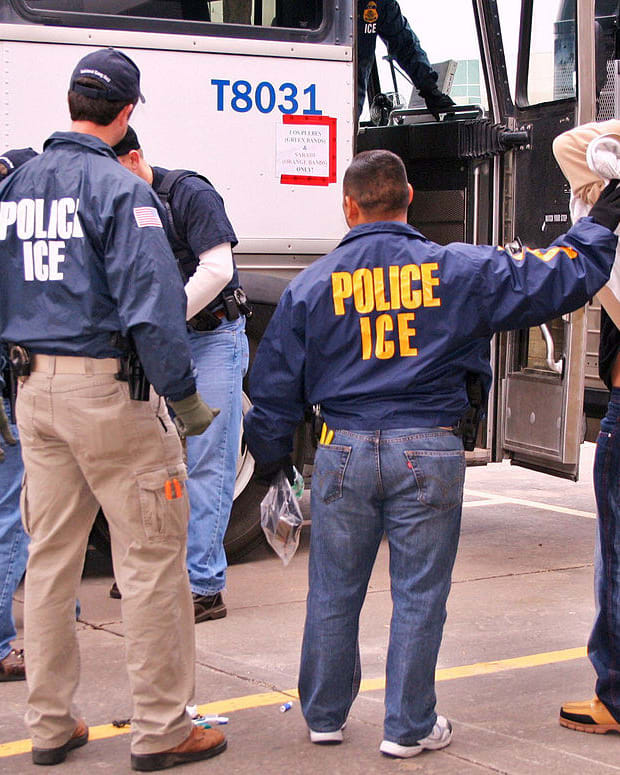 Conservative Report: Illegal Immigration Costs US $750B Promo Image