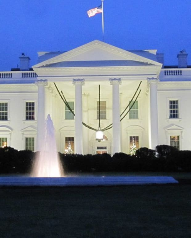 White House Lockdown Ends After 'Suspicious Activity' Promo Image