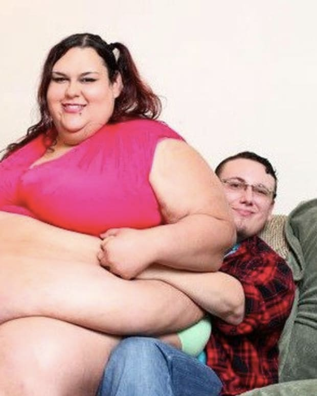 700-Pound Woman Feels Bleeding Between Her Legs, Realizes 10,000 Calorie Diet Has Unfortunate Consequences Promo Image