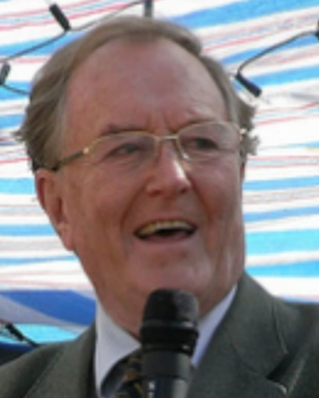 'Harry Potter' Actor Robert Hardy Dead (Photos) Promo Image