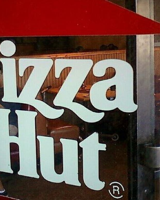 Pizza Hut Workers Warned Against Fleeing Hurricane Irma (Photo) Promo Image