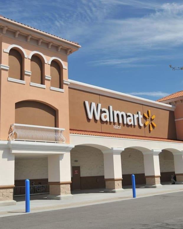 Walmart Cashier Spots Scam, Saves Senior $2,300 (Video) Promo Image