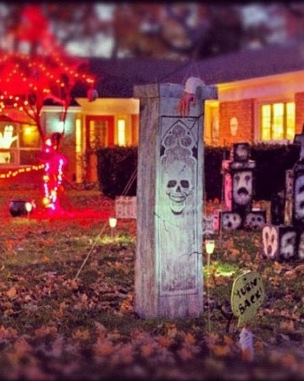 Police Tell Sex Offenders Not To Decorate For Halloween Promo Image