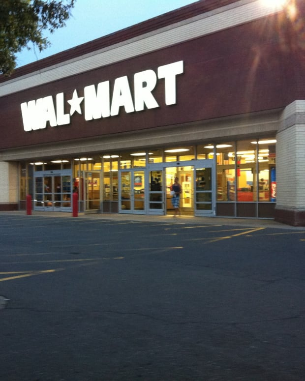 Couples Fight In Front Of Children At Walmart (Video) Promo Image