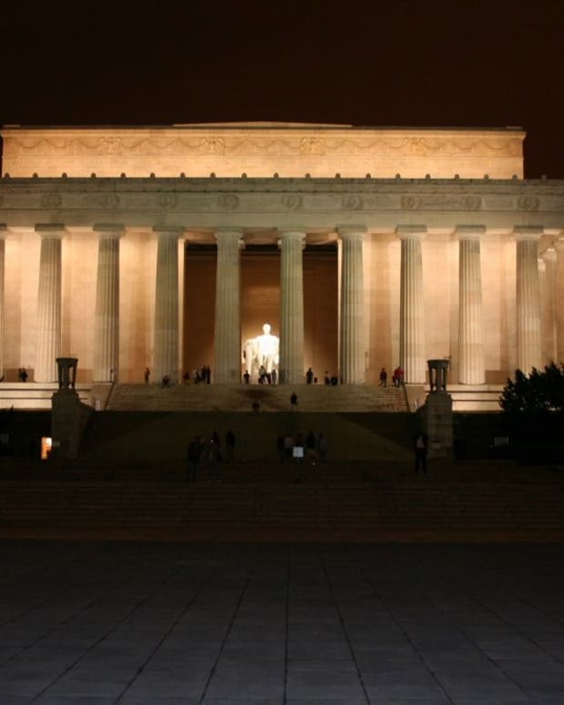 Man Accused Of Vandalizing Lincoln Memorial (Photo) Promo Image